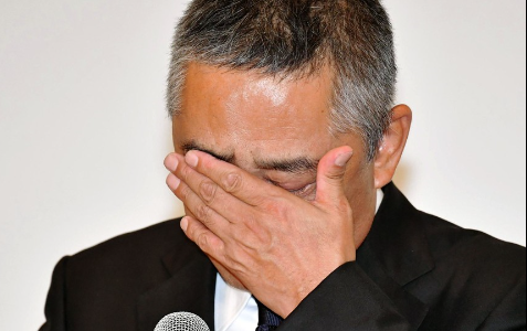 吉本興業の岡本社長は50%減俸で年収いくらに?辞任しろの声も!